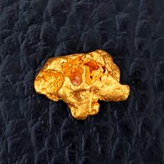 Gold nugget, formed naturally - 10 x 8 mm - 1,980 Grams - 9.9 Carats