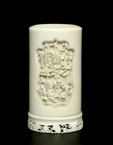 Another Fine Canton Ivory Vase -  China - Late 19th century