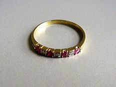 14 kt gold river ring set with 4 rubies and 3 octagon cut diamonds, 0.04 ct, size 19.