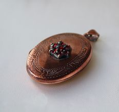 Sterling silver medalion - pendant with a garnet flower in front that can be opened to place a picture inside