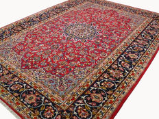 Beautiful Persian carpet Isfahan red 3.85 x 2.80 handwoven Oriental carpet top condition