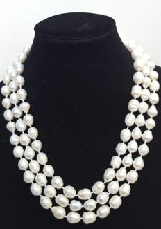 XL necklace with big baroque freshwater cultured pearls