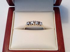 14 kt yellow gold chanel ring with 4 thick brilliant cut diamonds with a total of approx. 0.46 ct E-F VVS – size 19.00 mm