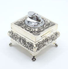 Perfectly designed silver cigarette box with fitted lighter, international hallmarked 925