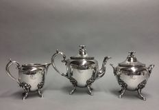 Silver plated tea set with twisted feet with lion heads, England, ca. 1900