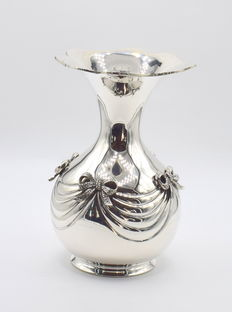 Perfectly designed Italian silver vase, international hallmarked 900