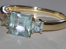 14 kt yellow gold ring with blue topazes, ring size 18.2 mm