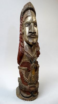 Ancestor sculpture with protection bird - Chambri lake - Papua New-Guinea