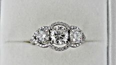 2.48 ct  three-stone diamond ring made of 14 kt white gold - size 7