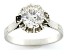 White gold (18 kt) solitaire with brilliant old European cut diamond of 1.64 ct (IGE certificate)