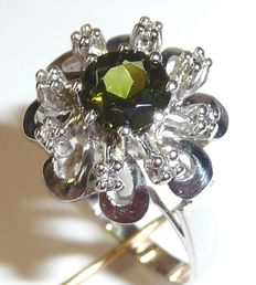 White gold 14 kt / 585 ring with round tourmaline and 8 diamonds, size 55 / 17.5 mm - adjustable