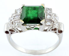 18 kt gold ring. 2.26 ct natural emerald. (IGE Certificate) and 12 diamonds, 0.25 ct.