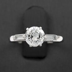 White gold ring with a central brilliant-cut diamond and two baguette-cut diamonds – Ring size: 10 (Spain)