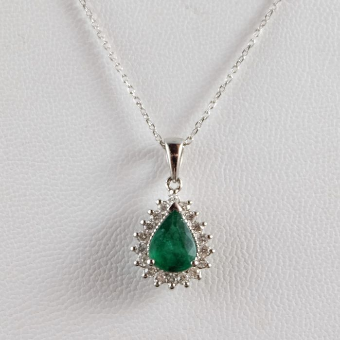 18 kt/750 white gold diamonds and emerald necklace, 55-58 cm