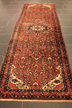 Antique high quality hand-knotted Persian carpet, Malayer, made in Iran circa 1950, natural dyes, 120 x 310 cm