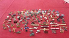 Pins with clips 126 PCs.  20th century various (advertising machines singers etc..)