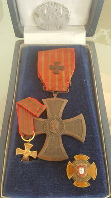 "Rare 4 Elements Decorations Cross of War: ""The Battle of La Lys 1917 plaque of the Military and Cross of Merit pin Combatants of the Great War"