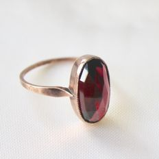 Antique Sterling silver ring with wonderful natural oval cut facetted Bohemian garnet approx. 5.67 Ct.