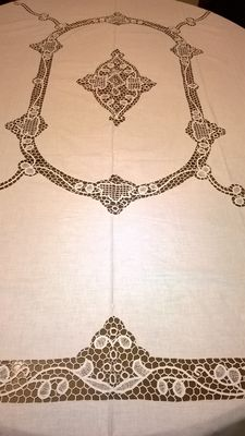 Old tablecloth handmade in tatting point from the second half 19th century-San Gallo Switzerland