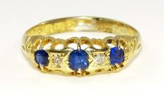 Victorian 18 kt yellow gold ring with deep blue sapphires and diamonds