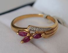 Yellow gold ring set with diamond, 0.03 ct and ruby, 0.10 ct, ring size 16