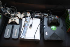Xbox and xbox360 complete the cables , power etc and games.