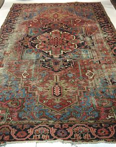 Antique Persian Heriz carpet, 358 x 246 cm.