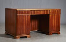 Danish furniture manufacturer - fine desk in walnut veneer