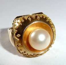 14 kt / 585 gold ring with many fine granules - handmade, set with a 9 mm Akoya pearl