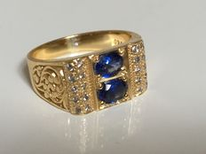 Yellow gold men's ring, 18 kt, with 0.20 ct brilliant cut diamonds and deep blue sapphires.
