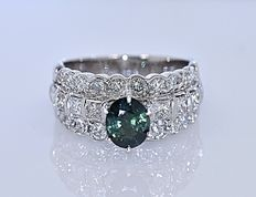 3.68 Ct blue green Sapphire with Diamonds ring - No reserve price!