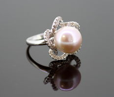 18K White Gold Ladies Ring With Pearl ( 5 CT ) and Diamonds ( 0.50 CT Total ) c.1970