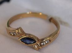 18 kt yellow gold ring set with diamond 0.12 ct an sapphire, ring size 16.25
