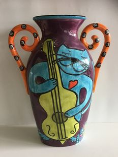 Large hand-painted Design Vase By Outi HAPPT CAT tm