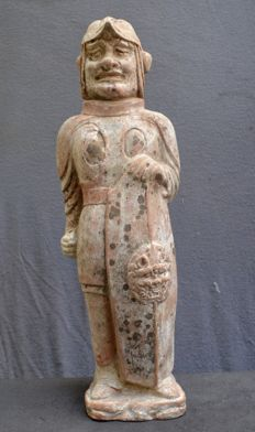 Sculpture of a warrior with a large shield - Height: 49 cm. Width: 14.7 cm