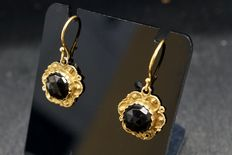 Antique gold earrings with garnet