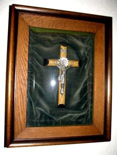 old Crucifix framed ca. 1920 JESUS on green velvet