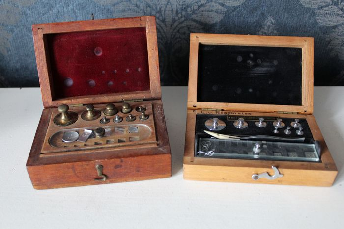 2 gold weight sets in case - early 20th century