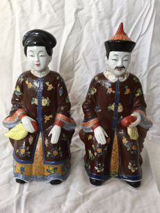 Seated couple dressed in traditional costume, marked, hand-painted porcelain – China – second half 20th century