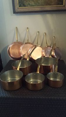 Set consisting of five pots and five pans of quality, tinned copper with solid brass handle stamped isgus Portugal.