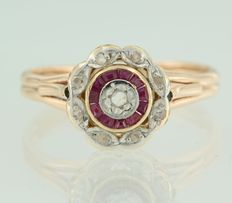 18 kt bi-colour gold entourage ring set with ruby and rose cut diamonds, approx. 0.05 carat in total