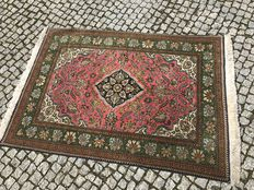 Persian Tabriz, Hand knotted with silk 162x107 cm looks like new -