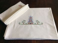 Tablecloth and 12 matching napkins with Asian decor