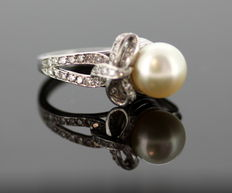 18K White Gold Ladies Ring With Freshwater Pearl ( 2 CT ) and Diamonds ( 0.28 CT Total ) - Size: (UK) = J (US) =4 1/4 (EU) = 46 1/2