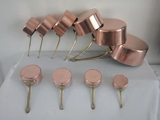 A lot with copper pans