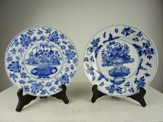 Two porcelain plates - China - Kangxi period (1662-1722)