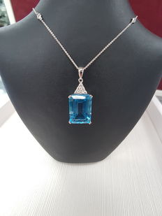 Exceptional Blue Topaz Pendant, 18ct White Gold, Length 3cm, Weight 7.2grs, Topaz 20.6ct, Diamonds 0.19ct