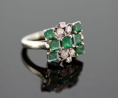 18K White Gold Ladies Ring With Emerald ( 1.21 CT ) and Diamonds ( 0.16 CT Total ) c.1970