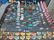 Large collection of 223 x car and transport pins / pins Fiat, Puch, BMW, Caltex, Total, Daimler, MG, Volvo, Porsche and many others