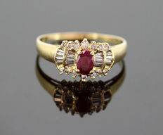 18K Yellow Gold Ladies Ring With Ruby ( 0.40 CT ) and Diamonds ( 0.40 CT Total ) c.1970 - Size: (UK) = S (US) = 9 1/2 (EU) = 60 1/4